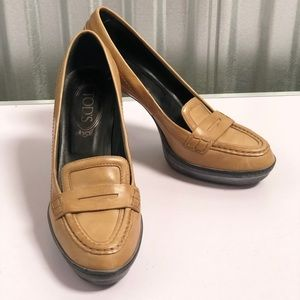 Tods Tan Leather Loafer Pumps - Made in Italy